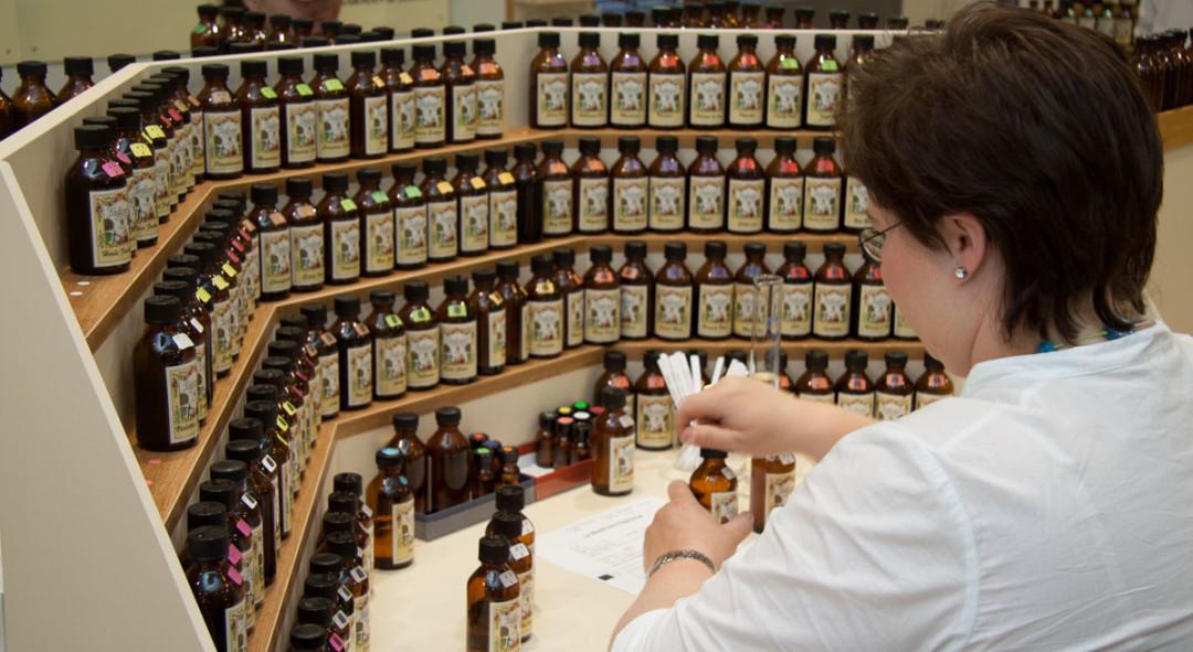 Duftorgel im Parfümerie-Workshop in Grasse bei Galimard