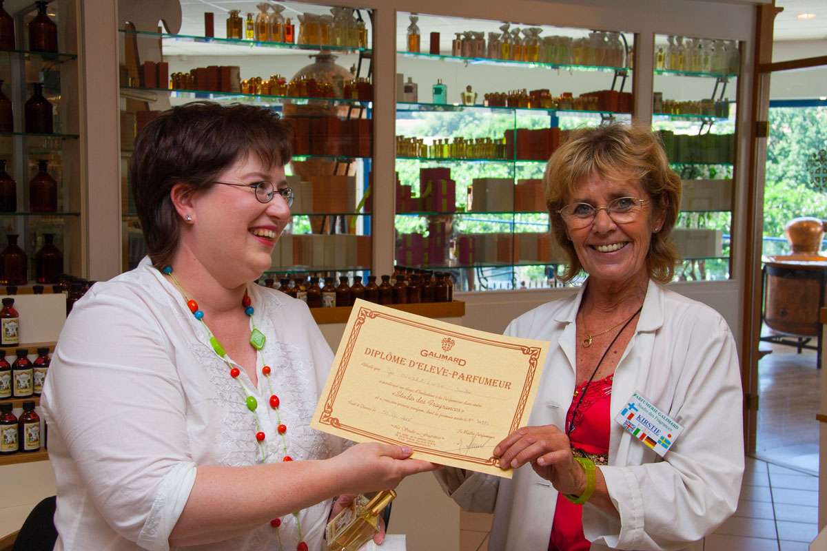 Parfümerie-Schülerinnen-Zertifikat