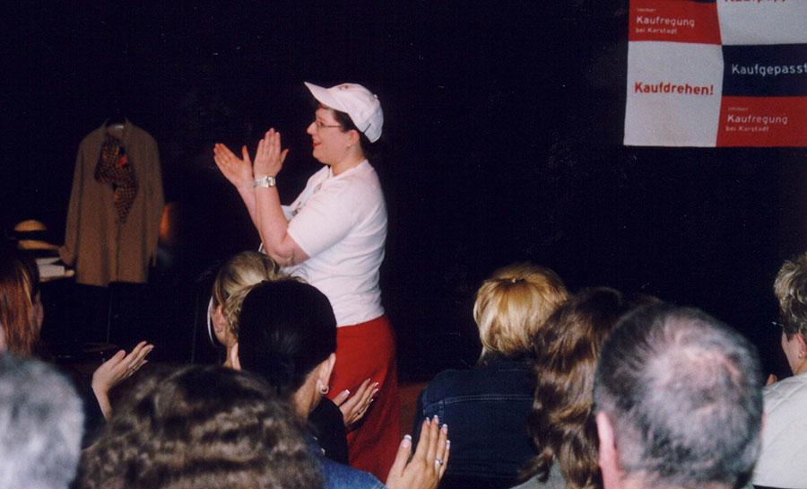 Sandra Dirks - beim Impro-Verkaufstheater 2003