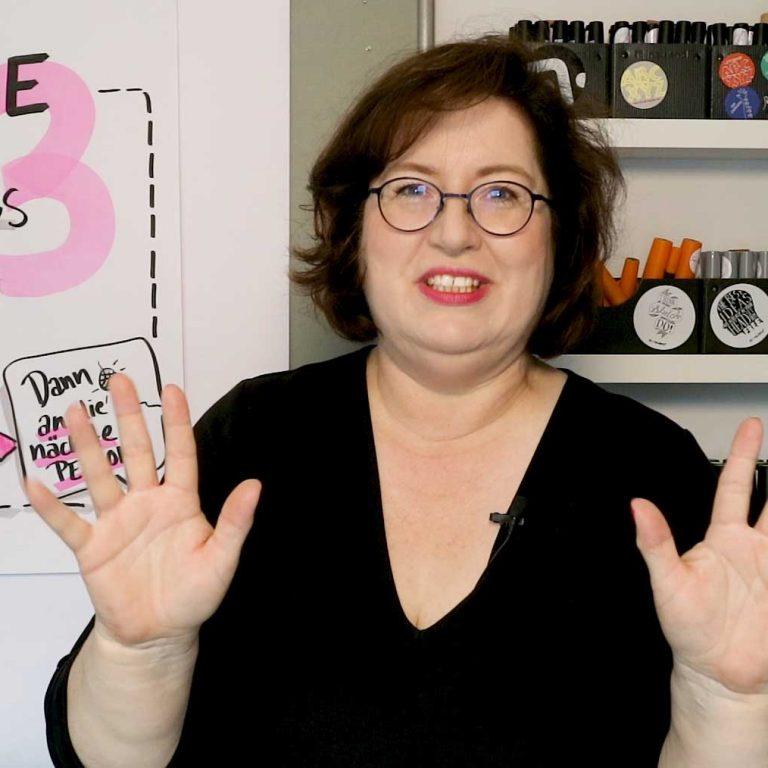 Sandra Dirks spricht über Vorstellungsrunden