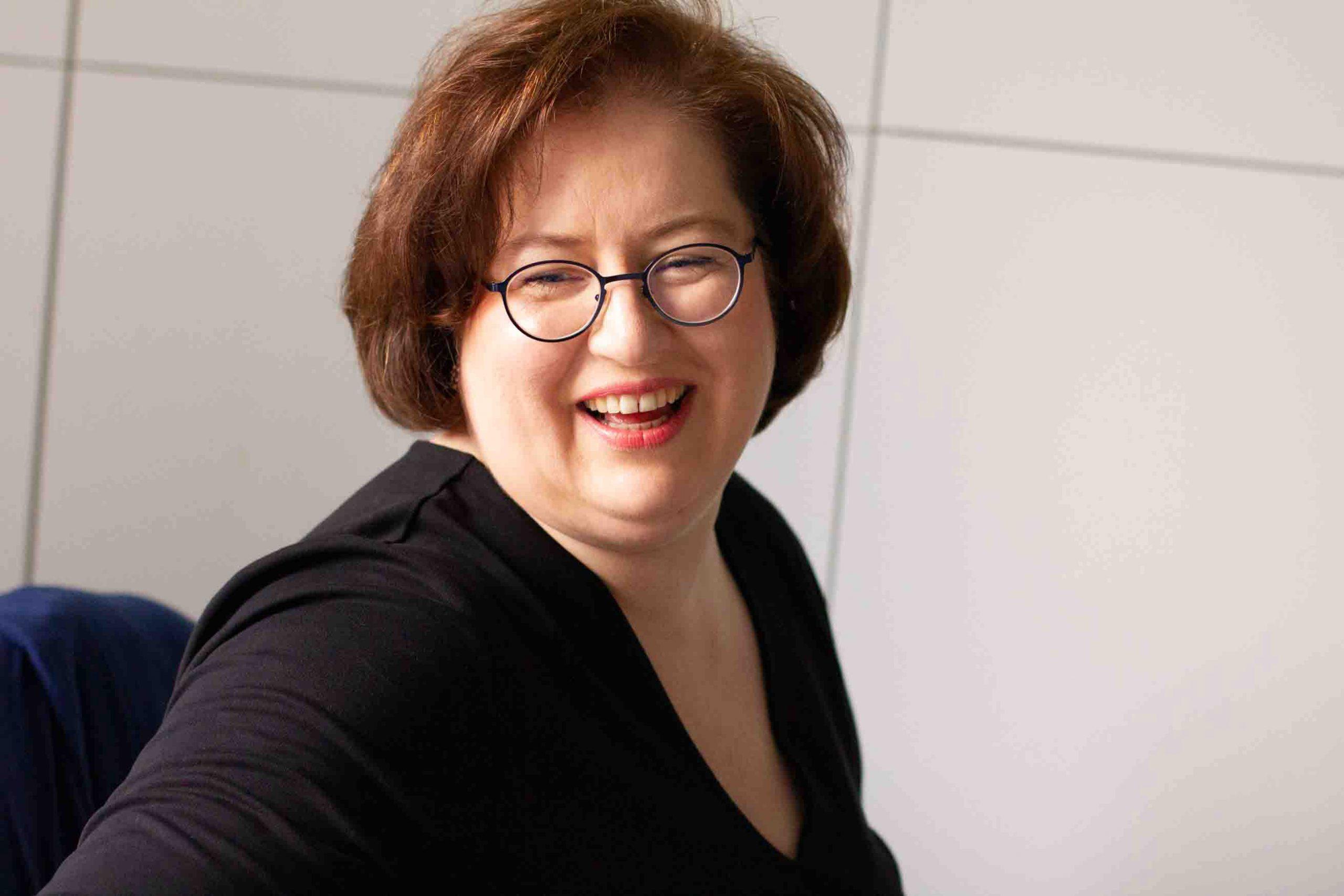 Sandra Dirks - Portrait von der Seite