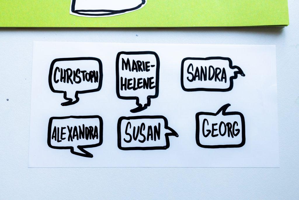 Sandra Dirks - estatics in T-Shirt-Form als visuelle Teilnehmerliste nutzen Sprechblasen mit Namen